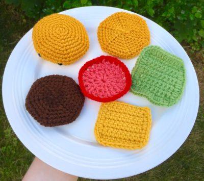 Hamburger pattern (With images) | Crochet food, Crochet patterns amigurumi,  Crochet keychain | 355x400