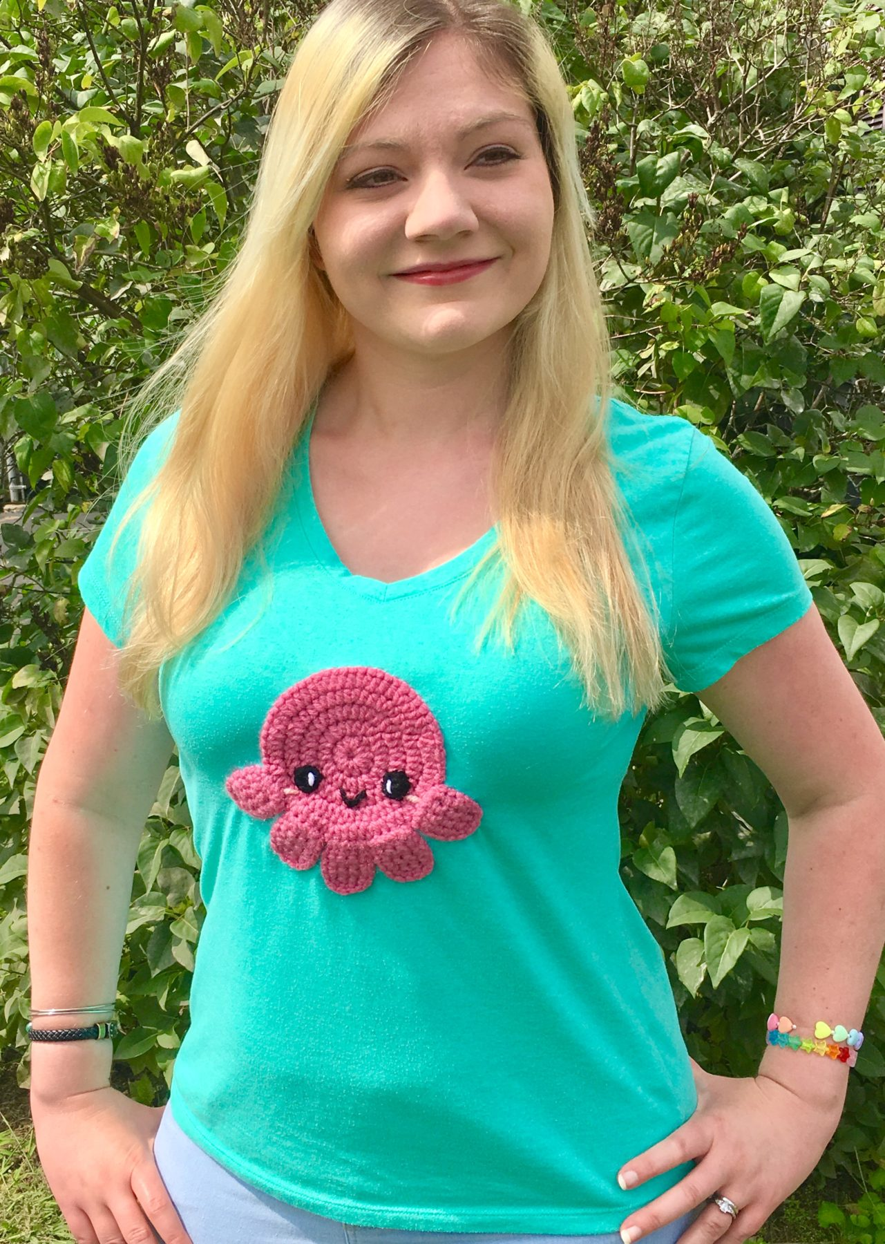 How to Attach a Crocheted Applique to a T-Shirt